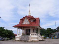 Phon Phi Sai City Pillar Shrine by <b>pr8ngkiet</b> ( a Panoramio image )