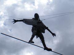 VOLANDO VOY...VOLANDO VENGO....(PARA HORRORES Y SUS AMIGOS HORR by <b>boskimano</b> ( a Panoramio image )