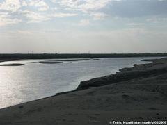 Road M32 Kyzylorda-Aralsk Syrdarya river by <b>Tetrix Tetrix</b> ( a Panoramio image )