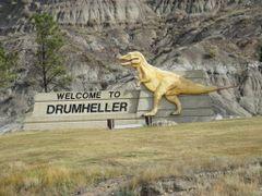 DRUMHELLER - Capitale du Monde des dinosaures - AB - Canada by <b>Malcab</b> ( a Panoramio image )