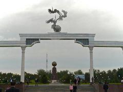 """Tachkent : place de l""""Independance, les symboles de la Republiqu by <b>JLMEVEL</b> ( a Panoramio image )"""