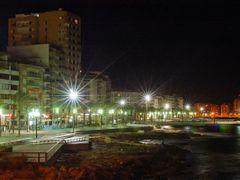 Paseo Maritimo de Noche Torrevieja © (Foto_Seb) by <b>© www.fotoseb.es - Sebastien Pigneur Jans</b> ( a Panoramio image )