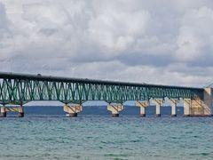 Mackinack Bridge by <b>Mark Kortum</b> ( a Panoramio image )