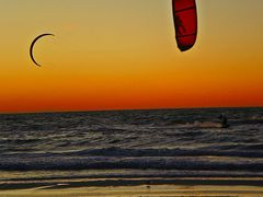 Kite surfing on Clearwater Beach. by <b>Tomros</b> ( a Panoramio image )