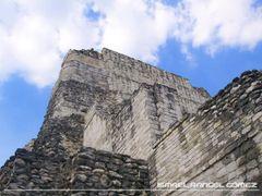 TORRE PONIENTE DE LA ESTRUCTURA I, BEC?N, CAMPECHE by <b>Ismael Rangel G?mez</b> ( a Panoramio image )