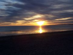 Amanecer en Puerto Madryn by <b>LEIRE13</b> ( a Panoramio image )