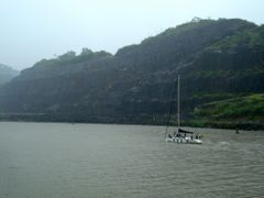 In Panama Canal by <b>---=XEON=---</b> ( a Panoramio image )