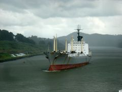 Ship In Panama Canal by <b>---=XEON=---</b> ( a Panoramio image )