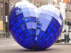 Blue Heart - Coraz?n Az?l - Delft - Holland - Holanda - Netherla by <b>AngelUzquiza</b> ( a Panoramio image )