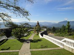 "Adam""s Peak (Sri Pada) view from Ambuluwawa by <b>jmsbandara</b> ( a Panoramio image )"