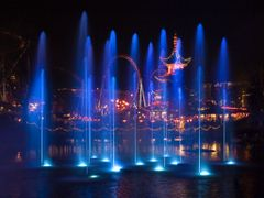 Illuminations ligthshow at the lake in Tivoli by <b>Finn Lyngesen flfoto.dk</b> ( a Panoramio image )