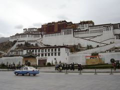 Potala palace in Lhasa by <b>Bob Witlox</b> ( a Panoramio image )