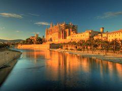 Catedral Palma de Mallorca by <b>-Arcama-</b> ( a Panoramio image )