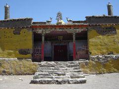 Gyangdrak gompa near Mt Kailash by <b>Bob Witlox</b> ( a Panoramio image )