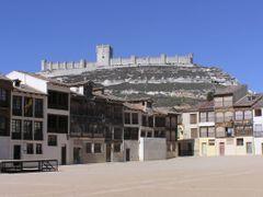 Penafiel, Castillo desde el Coso. Valladolid by <b>Carlos Gardon Lopez</b> ( a Panoramio image )