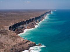 Bunda Cliffs - Great Australian Bight by <b>lynnwebb</b> ( a Panoramio image )