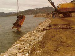 En uheldig arbejder, der blev skubbet i fjorden af en dumper by <b>Thomas_79</b> ( a Panoramio image )