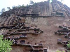 Primer plano de los accesos a las grutas by <b>jetxea</b> ( a Panoramio image )