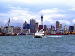 Sky Tower in Auckland, tallest Building in the Southern Hemisphe by <b>mainufo</b> ( a Panoramio image )