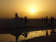 Рассвет в соляной путыне, Тунис by <b>Olga Zahartseva</b> ( a Panoramio image )