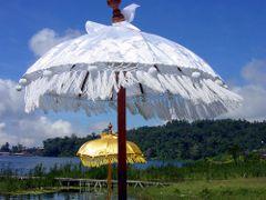 Bali : Pura Ulun Danu Bratan : Parasols by <b>Peter Connolly</b> ( a Panoramio image )