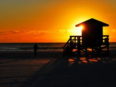 Sunset at Siesta Key  by <b>><((((?>  methysmena chromata<?))))><</b> ( a Panoramio image )