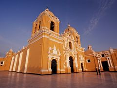 Cathedral in Trujillo by <b>JohnMacdonald</b> ( a Panoramio image )