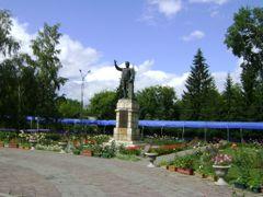 Памятник Кирову by <b>flmaster</b> ( a Panoramio image )