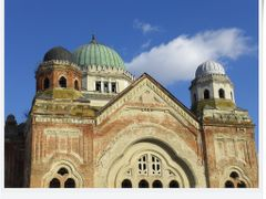 Losonci zsinagoga - muemlek?! by <b>ronihook</b> ( a Panoramio image )
