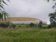 mb -  2006.07.09  Newgrange by <b>? Swissmay</b> ( a Panoramio image )