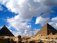 sky & Pyramids by <b>wesss</b> ( a Panoramio image )