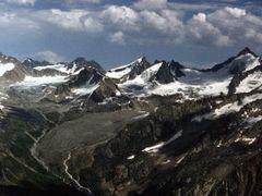 гребень Алайского хребта by <b>Sergey Bulanov</b> ( a Panoramio image )
