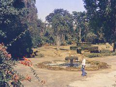 Kandy in 1976 - Peradeniya Botanical Gardens, fountain next to t by <b>Andreas Czieborowski</b> ( a Panoramio image )