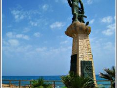 Hombre del Mar-- Monument to the fisherman....{ By FranciscoGC } by <b>© FranciscoGC</b> ( a Panoramio image )