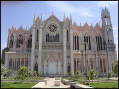 Templo Expiatorio / Vista Lateral by <b>CaToRa</b> ( a Panoramio image )