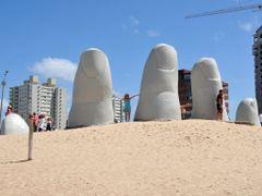 Monumento al Ahogado - La Mano by <b>Criss Cristina</b> ( a Panoramio image )