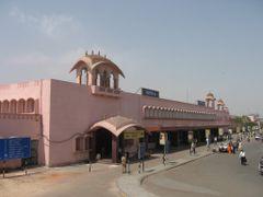 Jaipur Railway Station by <b>ar.aroon</b> ( a Panoramio image )