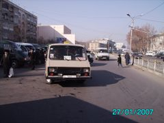 Panjshanbe bus stop - Остановка Панчшанбе by <b>KPbICMAH</b> ( a Panoramio image )