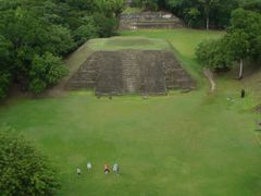 over view Xunantunich by <b>Sorens Welt</b> ( a Panoramio image )