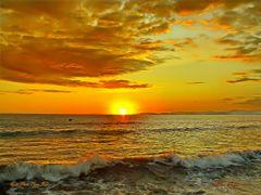 Puesta de sol en la peninsula de Nicoya desde punta Carrizal, Pu by <b>Melsen Felipe</b> ( a Panoramio image )
