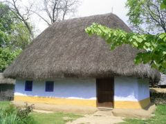 Casa veche~! by <b>Paul13</b> ( a Panoramio image )