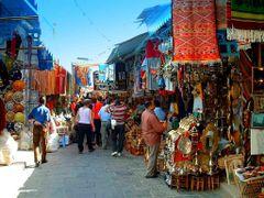 Tunisie, le Marche dans la Medina a Tunis  by <b>Roger-11</b> ( a Panoramio image )