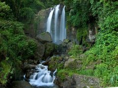 Waterfall near Gampola by <b>Jerzy Bartosik</b> ( a Panoramio image )