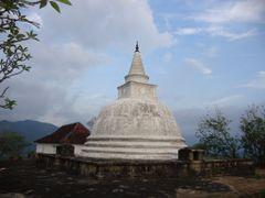 DEWANAGALA TEMPLE,MAWANELLA. by <b>sampath wijenayake</b> ( a Panoramio image )