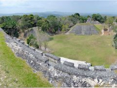 Xunantunich Castillo Views by <b>Lukas Novak</b> ( a Panoramio image )