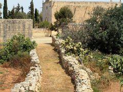 Pathway   Malta by <b>kerrentyu</b> ( a Panoramio image )