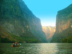 """Mexique, visite en hors-bord dans le Cayon d""""El Sumidero avec de by <b>Roger-11</b> ( a Panoramio image )"""