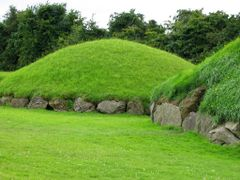Knowth by <b>JMZ2007</b> ( a Panoramio image )