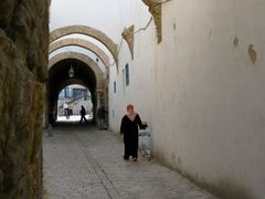 Tunis Medina. by <b>brezza</b> ( a Panoramio image )