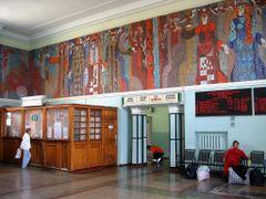 Schalterhalle im Grenzbahnhof von Naushki by <b>DanielMarc</b> ( a Panoramio image )